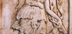 fecioara_la_vanatoare_casa_particulara_tablou_sculptura_piatra_stone_story